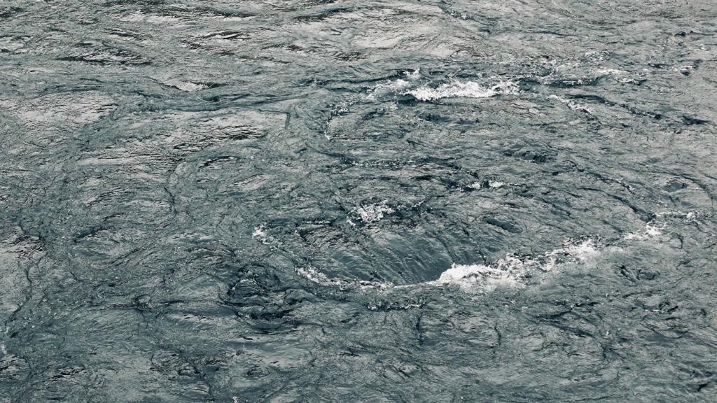 Bouillonnement de la surface du Rhône.